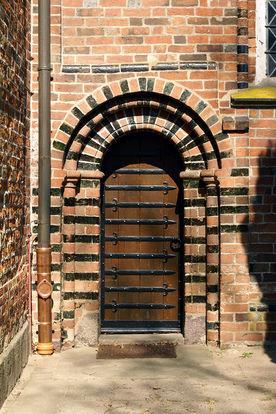 Pastoren-Tür von außen gesehen in St. Johannis Krummesse - Copyright: Manfred Maronde