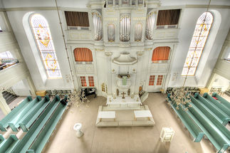 Blick von der zweiten Empore in den Innenraum von St. Petri Ratzeburg