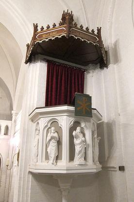 Die Kanzel der Katharinenkapelle in Witzeeze