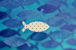 Scherenschnitt Fisch in weiß gepunktet - Copyright: pixabay_Kranich17