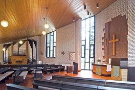 Innenraum der St.-Thomas-Kirche in Geesthacht, Blick auf den Altar - Copyright: Manfred Maronde
