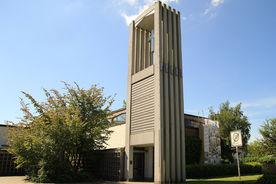 Die Vorderseite der Bodelschwingh-Kirche von schräg rechts - Copyright: Ev.-Luth. Kirchenkreis Lübeck-Lauenburg