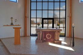 Der Altar in der Versöhnungskirche Travemünde - Copyright: Manfred Maronde