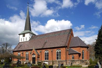 Außenansicht der St.-Marien-Kirche Siebenbäumen von der Seite - Copyright: Manfred Maronde