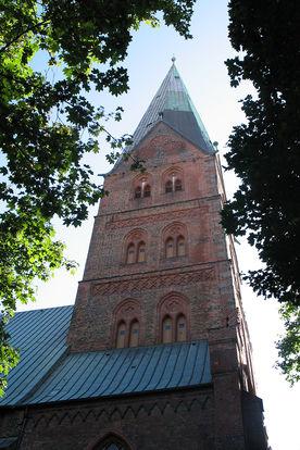 Blick von unten auf den Turm von St. Aegidien - Copyright: Ev.-Luth. Kirchenkreis Lübeck-Lauenburg