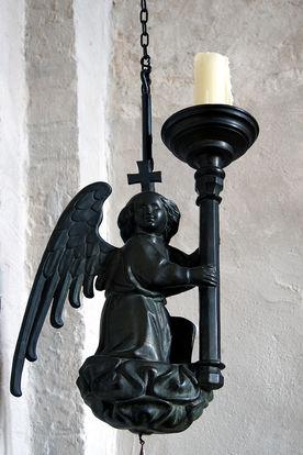 Engel-Leuchter mit Kerze der Kirche in Behlendorf  - Copyright: Manfred Maronde