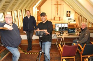 Team aus St. Stephanus, dass die Gottesdienste der Gemeinde streamt. - Copyright: Oliver Pries