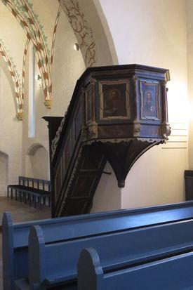 Blick auf die erhöhte Kanzel in St. Georg