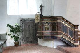 Blick auf die historische Kanzel in St. Laurentius Ziethen