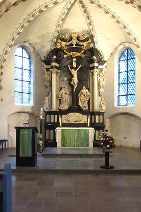 Blick auf den Altarbereich in St. Georg - Copyright: Ev.-Luth. Kirchenkreis Lübeck-Lauenburg