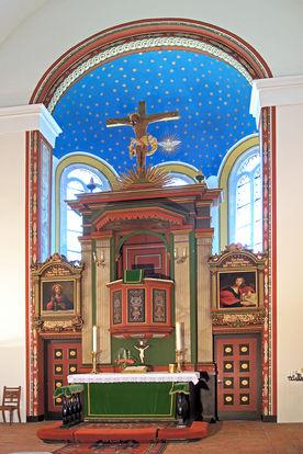 Der Altarraum der Kirche in Nusse - Copyright: Manfred Maronde