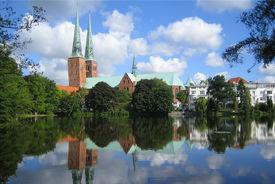 Blick über den Mühlenteich auf den Dom - Copyright: Ev.-Luth. Kirchenkreis Lübeck-Lauenburg