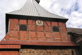 Der Turm von St. Dionys und St. Jakobus Lütau