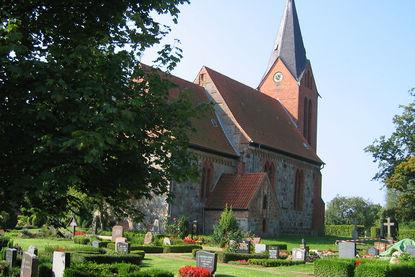 Friedhof vor der Kirche in Behlendorf