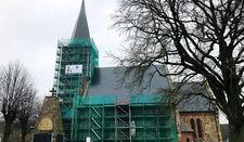 Das Gerüst wird bis auf die Turmeinrüstung jetzt zurückgebaut.