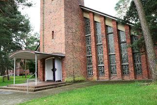 Der Eingang der Christuskirche in Geesthacht-Düneberg