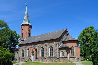 Außenansicht der St.-Marien-Kirche Basthorst - Copyright: Manfred Maronde