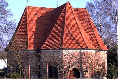 St.-Jürgen-Kapelle Außenansicht im Herbst - Copyright: Katja Launer