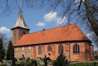 Seitliche Außenansicht der Marienkirche Büchen-Dorf - Copyright: Manfred Maronde