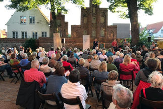 Lieblingsgeschichten sind auf dem Petrikirchhof zu hören. - Copyright: St. Petri zu Lübeck