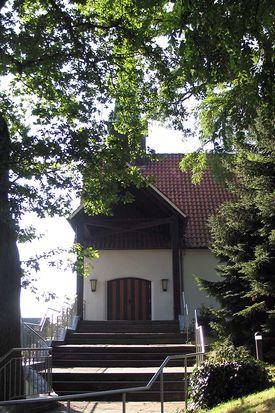 Detailansicht von außen auf Treppe und Eingang - Copyright: Ev.-Luth. Kirchenkreis Lübeck-Lauenburg