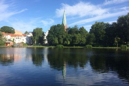 St.-Aegidien-Kirche Ansicht vom Krähenteich - Copyright: Ev.-Luth. Kirchenkreis Lübeck-Lauenburg