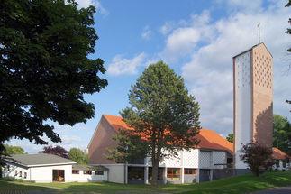 Auferstehungskirche Turm - Copyright: Manfred Maronde