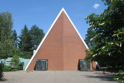 Außenansicht der Dreifaltigkeitskirche von der Seite der beiden Eingänge