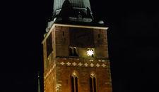 Ein Herrnhuter Stern am Turm von St. Jakobi