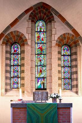 Chorwand mit Altar der Kirche in Breitenfelde - Copyright: Manfred Maronde