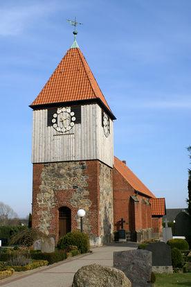 Außenansicht der Pötrauer Kirche