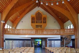 Blick auf die Empore mit Orgel in der Versöhnungskirche Travemünde - Copyright: Manfred Maronde