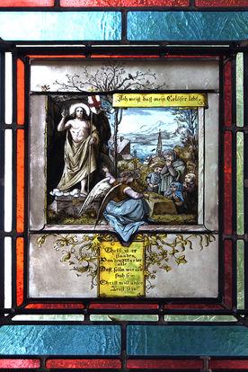 Sakristeifenster mit Bleiglas der Kirche in Nusse - Copyright: Manfred Maronde