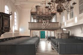 Der Innenraum von St. Georg mit Blick auf die Orgelempore - Copyright: Ev.-Luth. Kirchenkreis Lübeck-Lauenburg