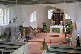 Blick von der Empore in den Innenraum mit Altar von St. Laurentius Ziethen - Copyright: Manfred Maronde