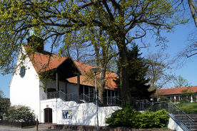 Außenansicht von St. Christophorus mit Blick auf den Eingangsbereich - Copyright: Ev.-Luth. Kirchenkreis Lübeck-Lauenburg