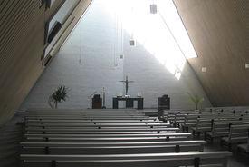 Blick durch die Dreifaltigkeitskirche auf den Altar - Copyright: Ev.-Luth. Kirchenkreis Lübeck-Lauenburg
