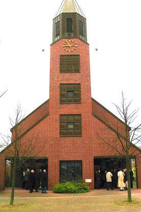 Vorderseite mit Eingang der Versöhnungskirche Travemünde