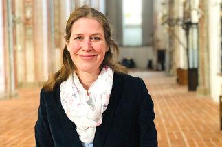 Inga Meißner am Ziel ihrer Träume: Sie wird als Pastorin in St. Marien eingeführt. - Copyright: Steffi Niemann