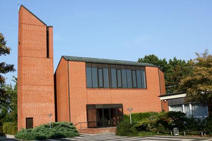 Gesamtansicht der Bugenhagenkirche von der Seite des Eingangs - Copyright: Ev.-Luth. Kirchenkreis Lübeck-Lauenburg