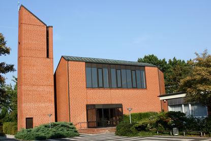 Gesamtansicht der Bugenhagenkirche von der Seite des Eingangs