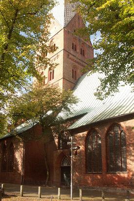 Blick auf die Seite und einen Seiteneingang in St. Aegidien - Copyright: Ev.-Luth. Kirchenkreis Lübeck-Lauenburg