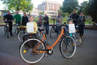 Frau auf dem Fahrrad - Copyright: Kirchengemeinde Schwarzenbek