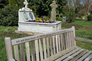 Gräber hinter der St.-Johannis-Kirche-Krummesse - Copyright: Friedhofsverwaltung Kirche Lauenburg
