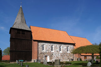 Außenansicht der St.-Marien-Kirche in Gudow - Copyright: Manfred Maronde
