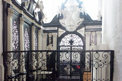 Blilck in die Grabkapelle mit Sarkophag in St. Aegidien - Copyright: Ev.-Luth. Kirchenkreis Lübeck-Lauenburg