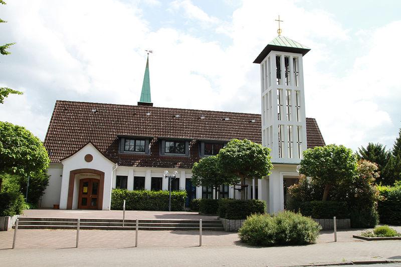 Die Martin-Luhter-Kirche in Wentorf ist sonntags geöffnet, es können Kerzen angezündet und Predigten nach Hause mitgenommen werden.