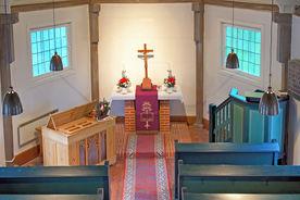 Der Altarraum der St.-Jacob-Kapelle in Basedow von der Empore aus gesehen - Copyright: Manfred Maronde
