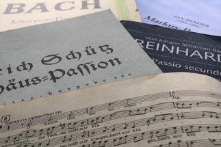 Viele Komponisten haben Passionen komponiert. Im Kirchenkreis Lübeck-Lauenburg erklingen sie in Konzerten und Gottesdiensten.