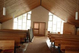 Ausgang und Orgel der Auferstehungskapelle Güster
